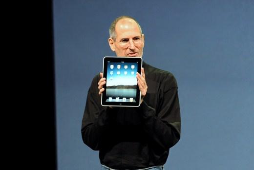 Steve Jobs con iPad - Líder autocrático - Selvv